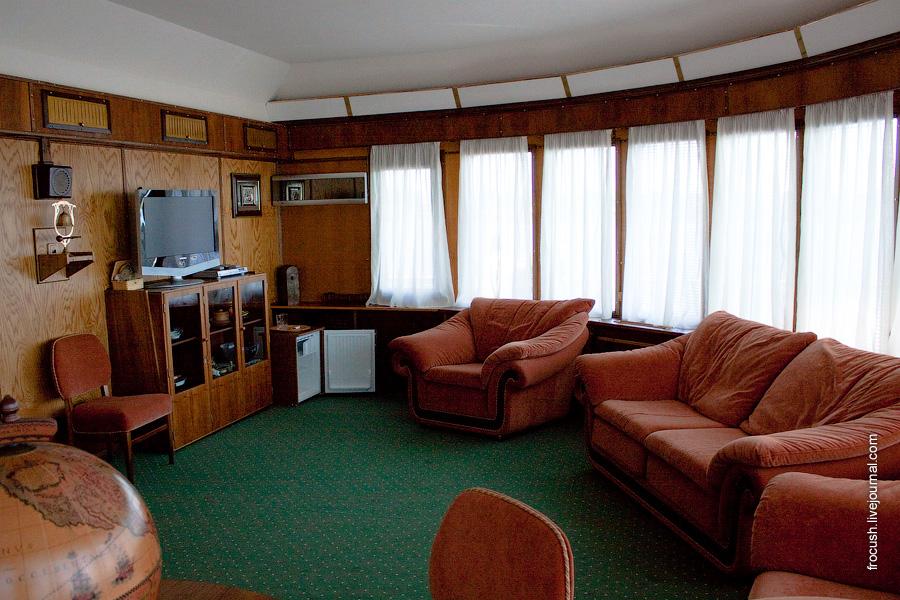 Гостиная в VIP каюте №300 в носовой части средней палубы теплохода «М.В.Ломоносов»