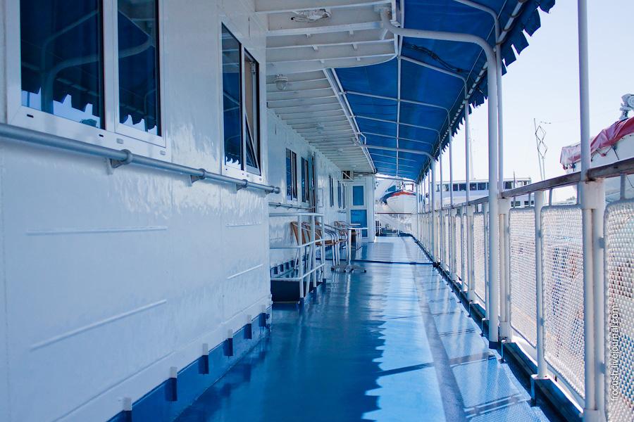 Шлюпочная палуба теплохода «Н.А.Некрасов», левый борт