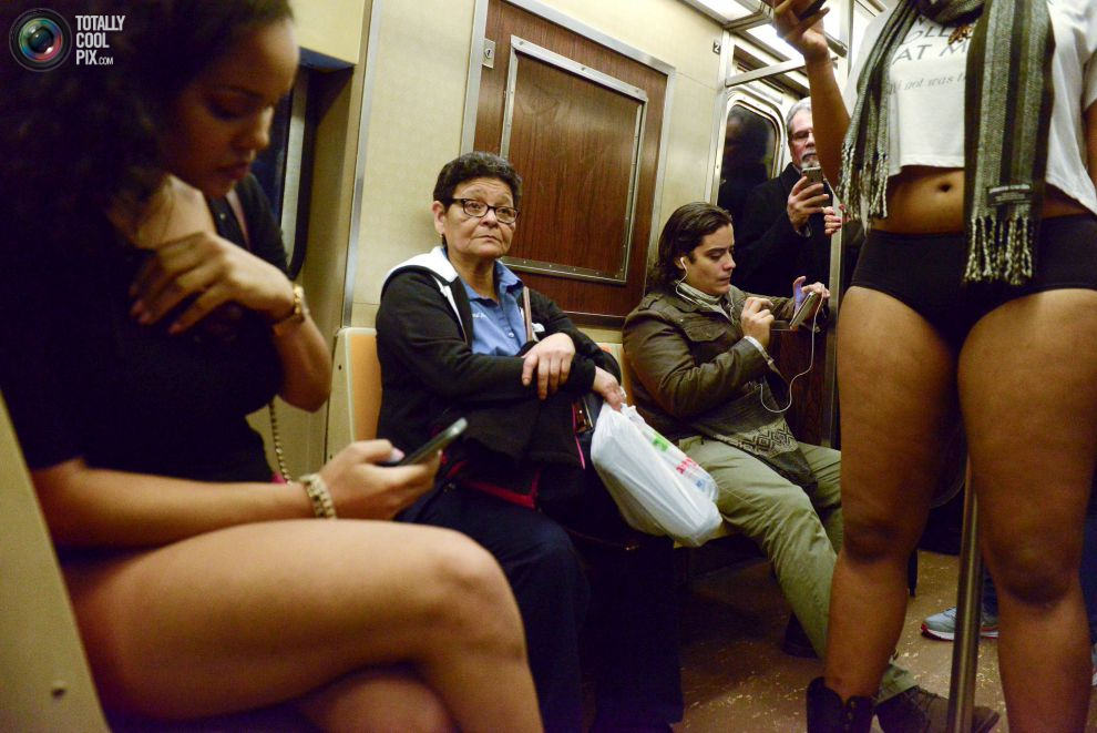 Японку прямо в метро — photo 15