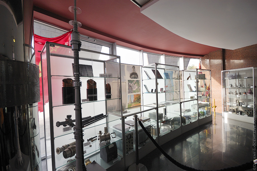 5. На первом этаже башни находится музей, где собраны различные элементы передатчиков, всякие прибор