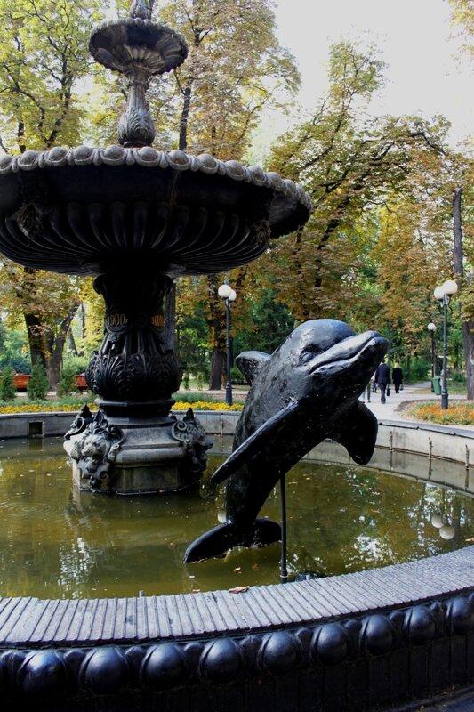 дельфин фонтан мариинский парк киев