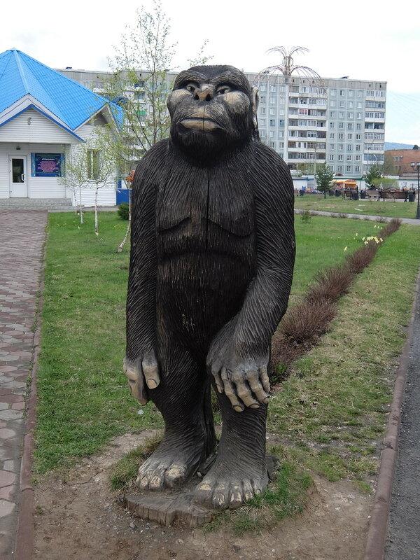 Таштагол - Скульптура Йети