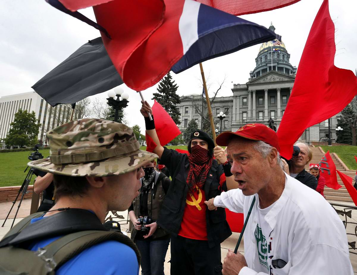 Красная гвардия США: Участники первомайского митинга у стен Капитолия в Денвере (1)