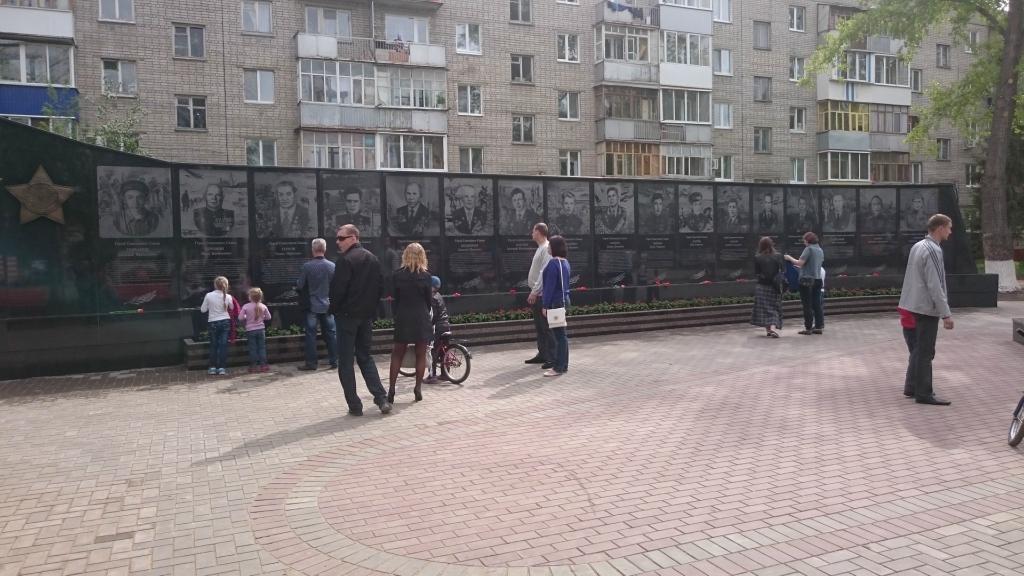 Также была установлена стела с именами героев балаковцев, которые были  удостоены звания героев на фронтах Великой Отечественной войны. 2ef1d211855