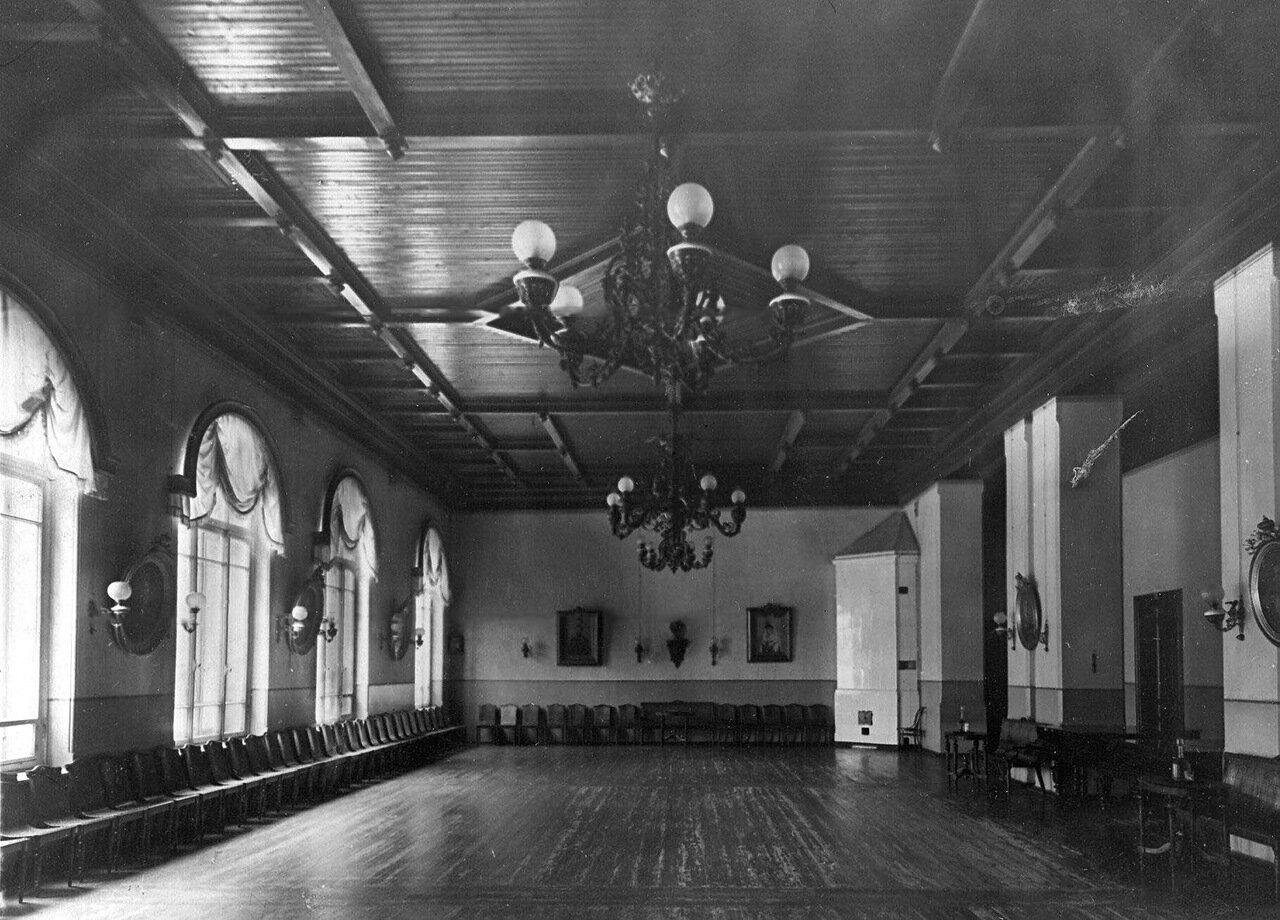 05. Танцевальный зал в помещении приюта