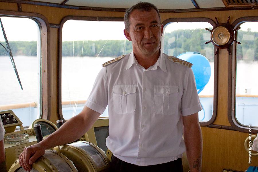 Капитан теплохода «М.В.Ломоносов»