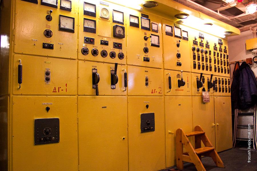 Машинное отделение теплохода «М.В.Ломоносов». Главный распределительный щит