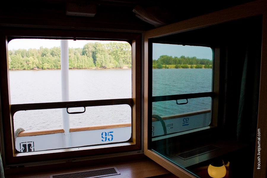Окно в двухместной каюте первого класса на главной палубе №208 теплохода «М.В.Ломоносов»