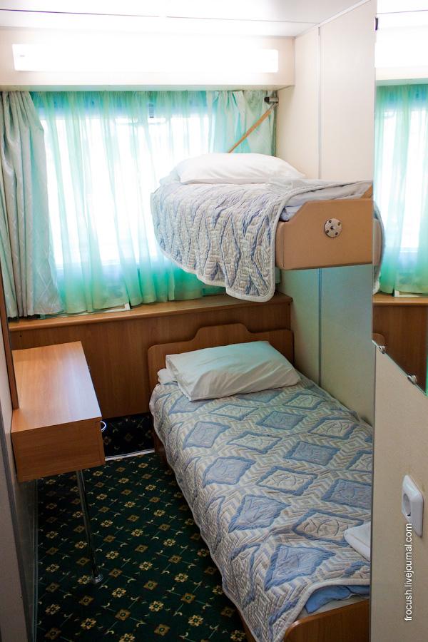 Двухкомнатная каюта «полулюкс» №132 на средней палубе теплохода «Александр Суворов»
