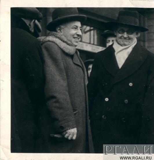 Таиров Александр Яковлевич в группе с Гордоном Крэгом. 1935 г