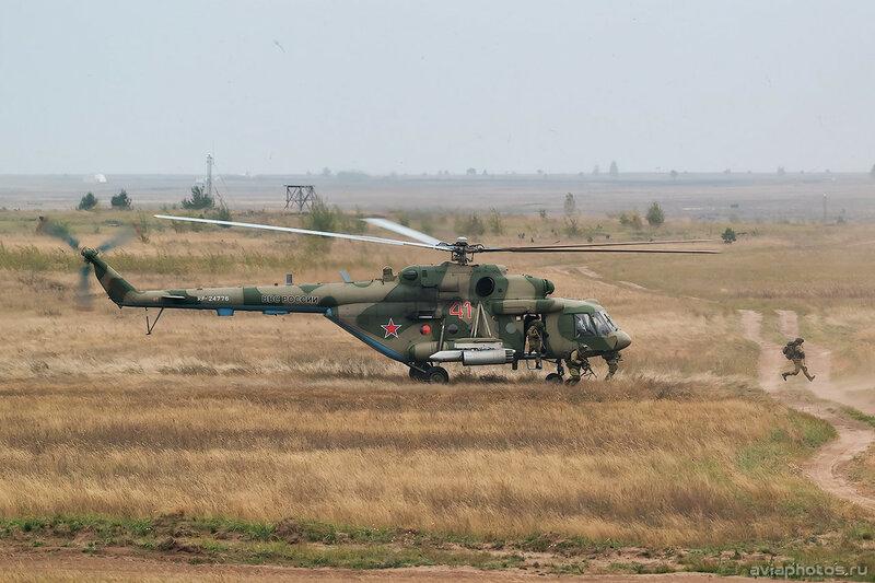 Миль Ми-8МТВ-5 (RF-24776 / 41 красный) ВКС России 0526_D806201