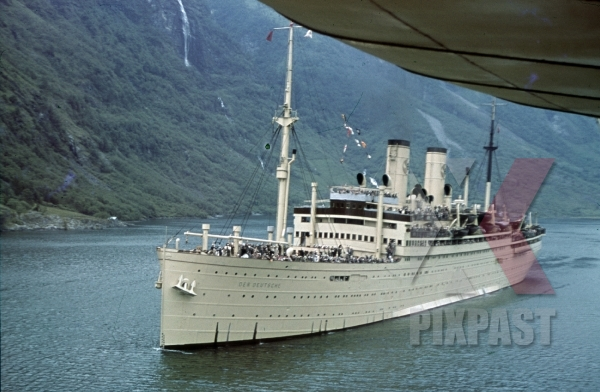 stock-photo-ww2-color-kdf-ship-der-deutsche-sailing-norwegian-fjord-1939-tourists-holiday-norway-8140.jpg