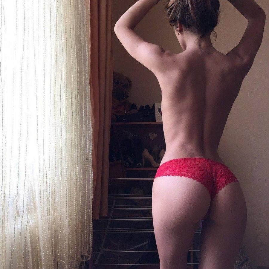 Девушки: вид сзади