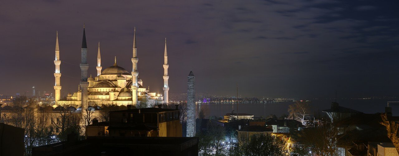 Night Istanbul in HDR. Sultan Ahmet mosque (Blue mosque)