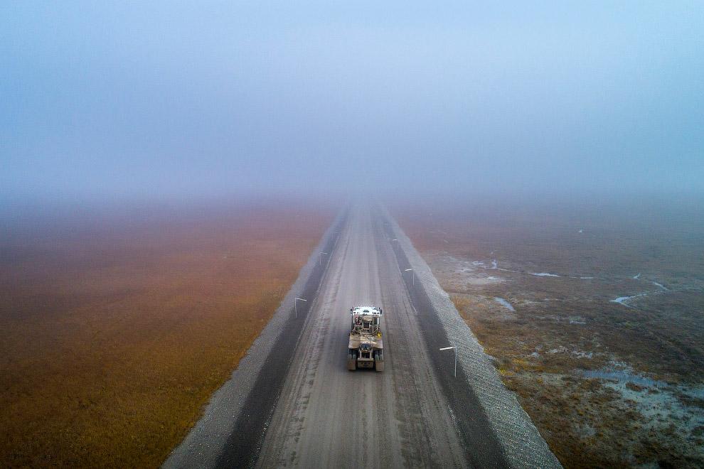 15. Шоссе заканчивается в нескольких километрах от Северного Ледовитого океана, после чего начинаютс