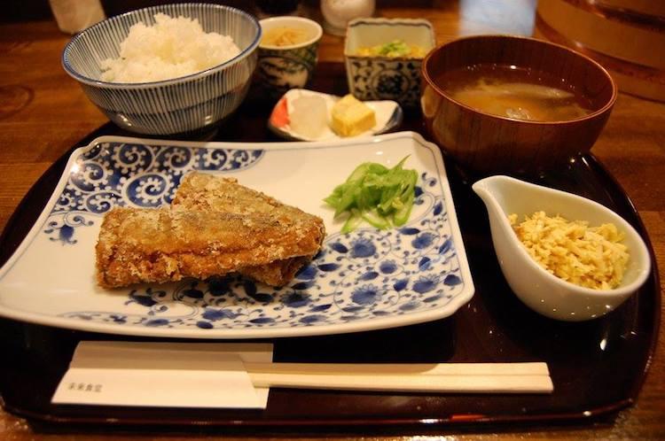 Кто работает, тот ест: в Токио открылся ресторан, где можно поесть, отработав смену на кухне (2 фото)