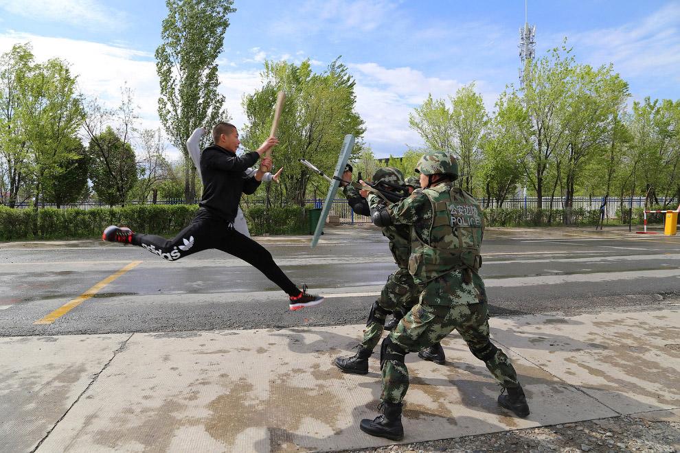 9. Потанцуем? Художественный театр в Синьцзяне. (Фото Feng Li):