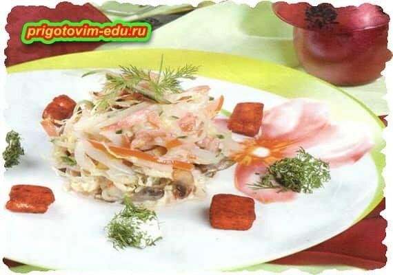 Салат из кальмаров и грибов «мореман»