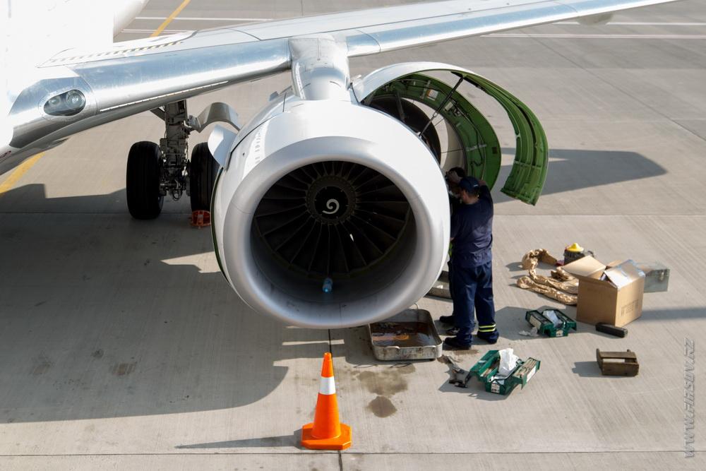 B-737_UR-PSJ_Ukraine_International_Airlines_13.JPG