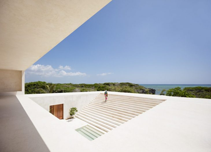 Alberto Morell Sixto  designed this inspiring ocean-front residence located in Kilif