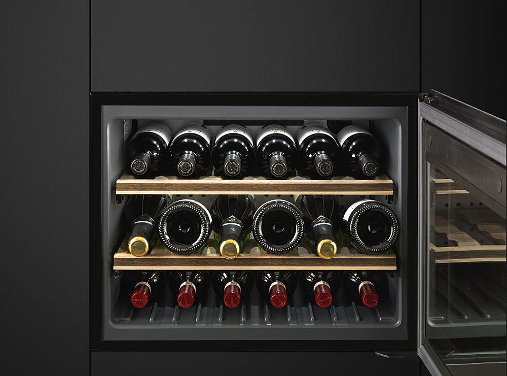 Винные шкафы из Италии, купить винный шкаф SMEG в Краснодаре, техника SMEG