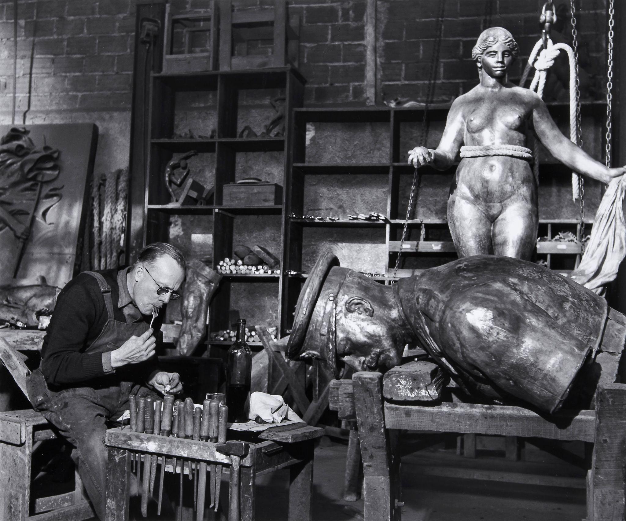 1949. В мастерской Рудье