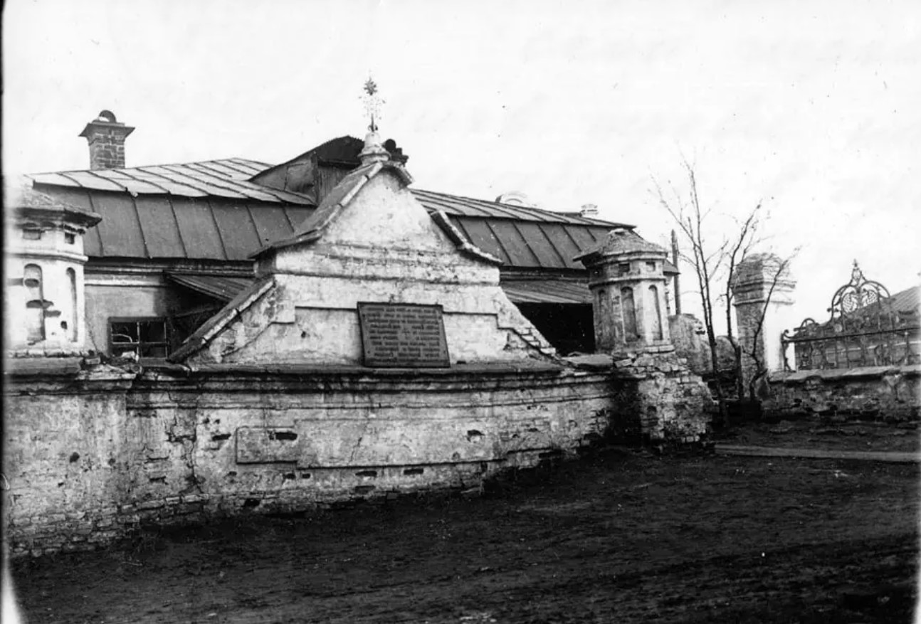 Кладбище при Тихвинской церкви