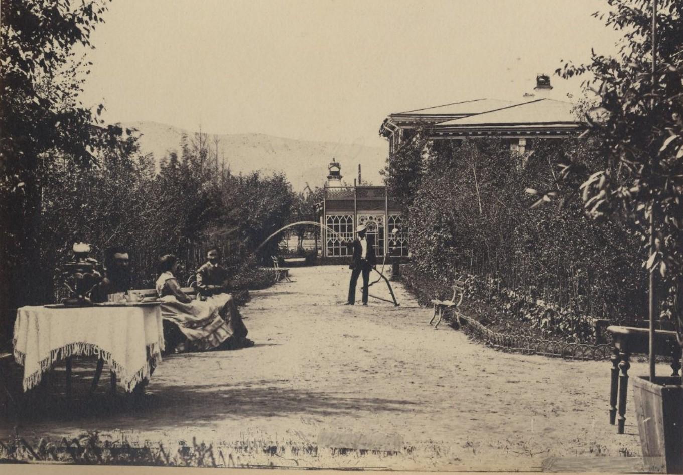 Дворец М.Д.Бутина. В саду