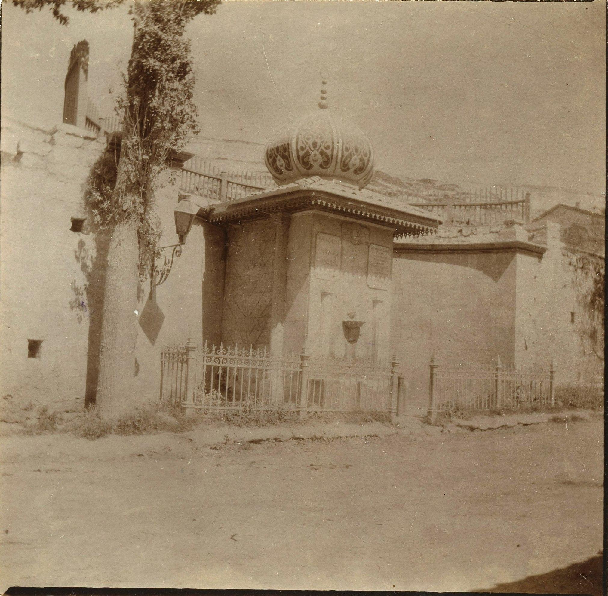 Фонтан при въезде в Бахчисарай