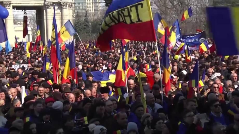 В Молдове тысячи людей отметили 100-летия объединения Бессарабии и Румынии (видео)
