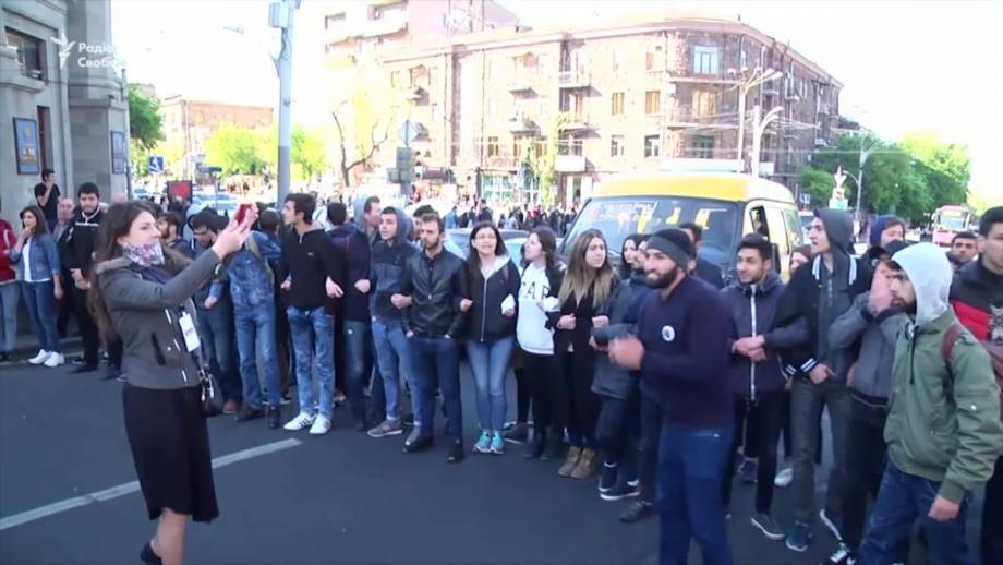 Армения: Сарґсяна выдвинули на должность премьера, несмотря на протесты