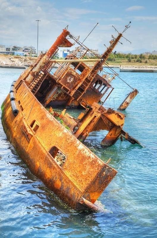0 182bfa ed794ba2 orig - На мели: фото брошенных кораблей