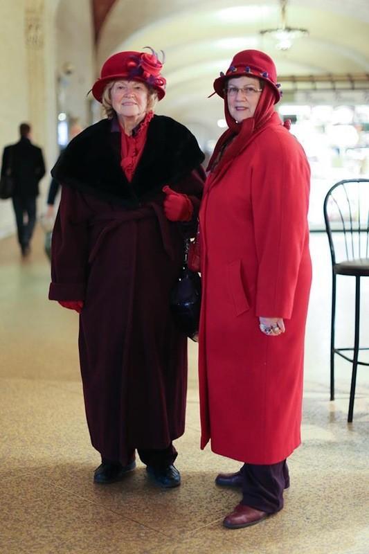 65. «Таковы правила клуба: вы должны быть старше 50 лет, вы должны носить красное и у вас должно быт