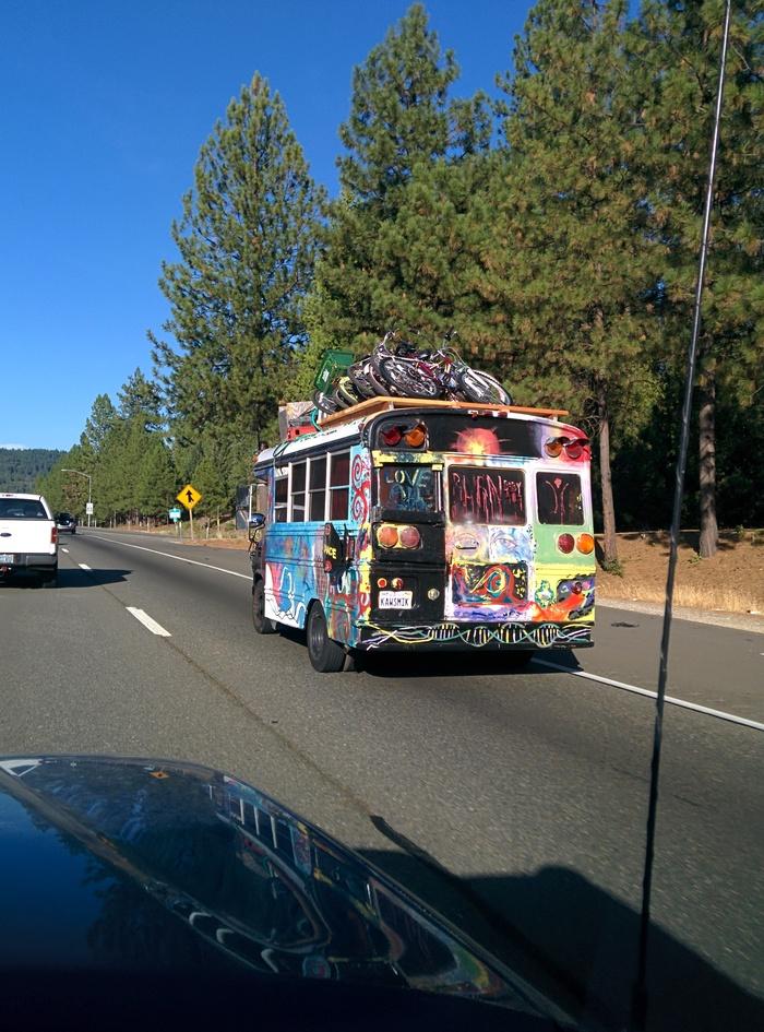 Не RV, но автобус. В нем можно жить.