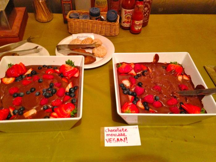 И на десерт шоколадный мусс с фруктами.   В общем, ничего особенного для уровня отеля, но для к