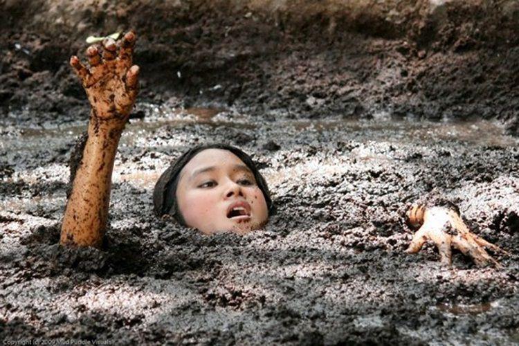 Притча о мальчике, упавшем в болото (1 фото)