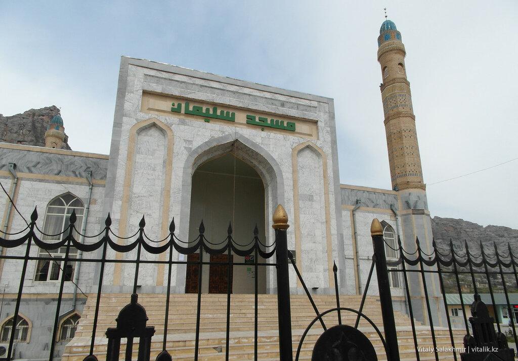 Фасад мечети Сулайман-Тоо Ош