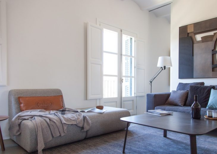 Ciutat Vella Apartment by YLAB Arquitectos (64 pics)