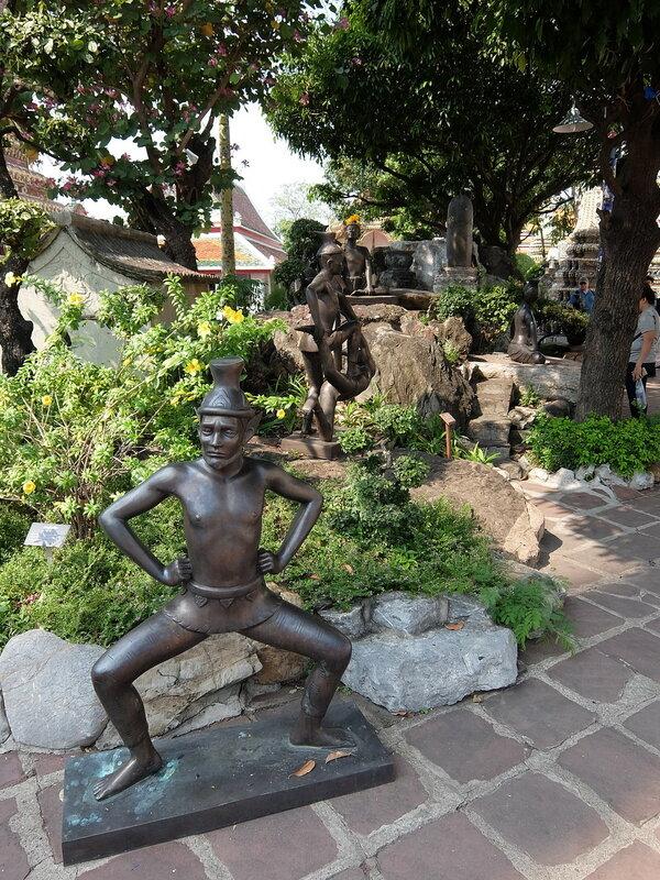 Бангкок - Скульптуры на тему массажа в Ват Пхо