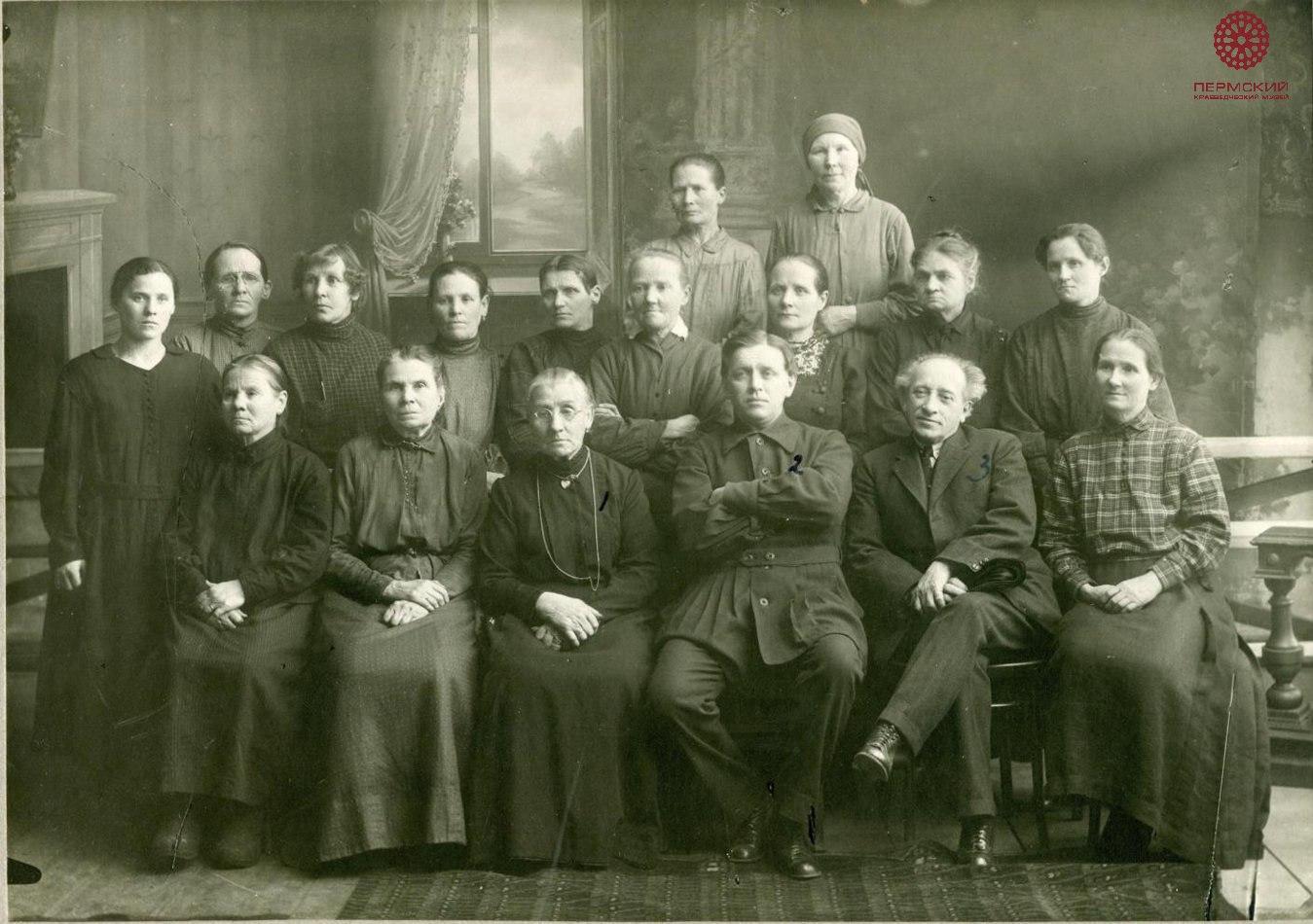 1920-е. Артель гардеробщиц оперного театра