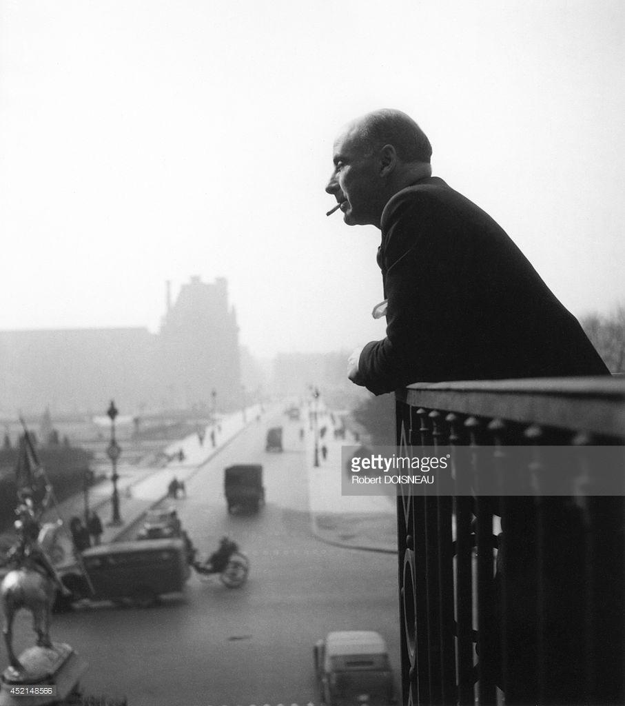 1945. Французский поэт Фрэнсис Пондж на балконе