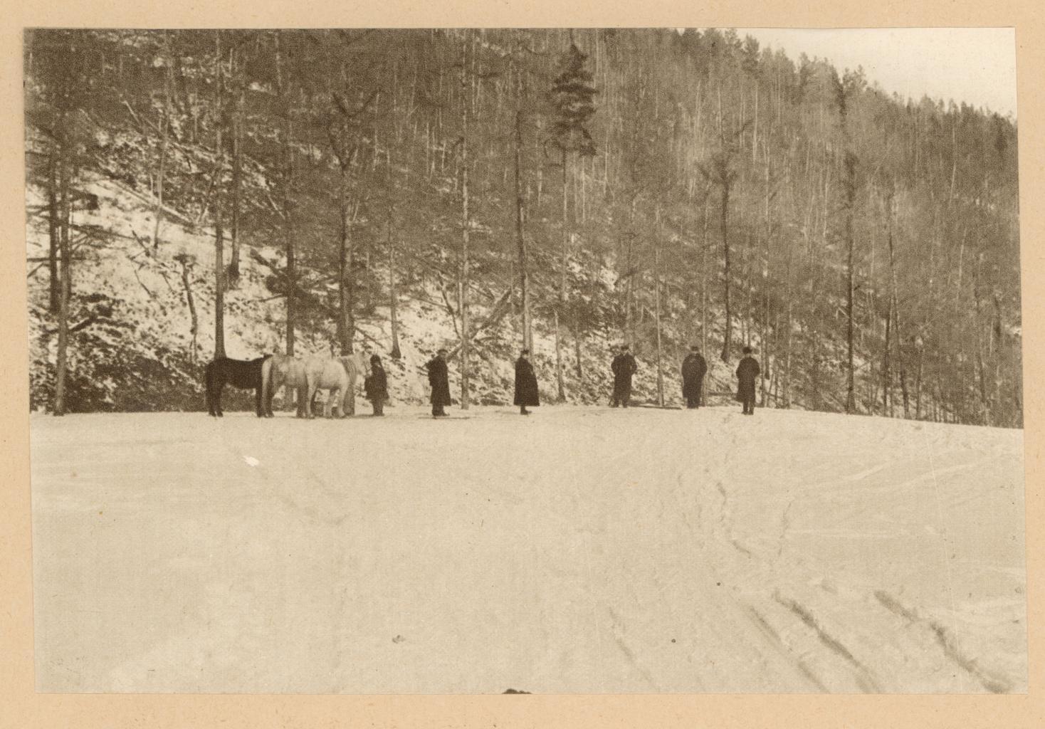 Верста 109. Вершина большой наледи, образовавшейся от ключа зимой 1912-1913 г. вблизи станции Кислый Ключ