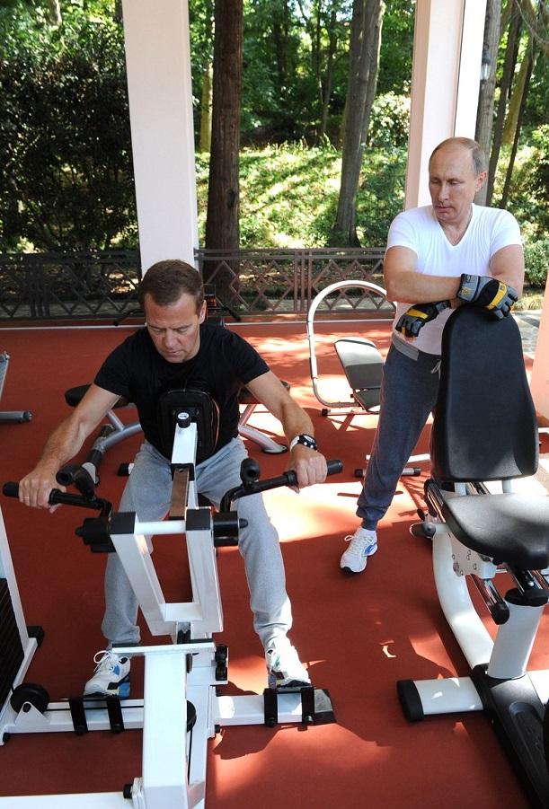С Председателем Правительства Дмитрием Медведевым во время совместной тренировки в резиденции Бочаров ручей-4 30.08.15.jpg