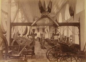 Вид части зала, где размещался кустарный зал выставки.