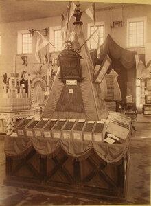 Витрина с изделиями гвоздарной фабрики П.П. Калинина в фабричном отделе выставки.