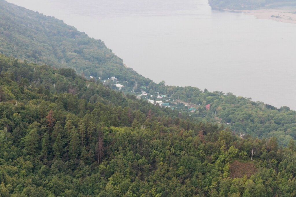 Поселок на берегу Волги, Жигулевские горы