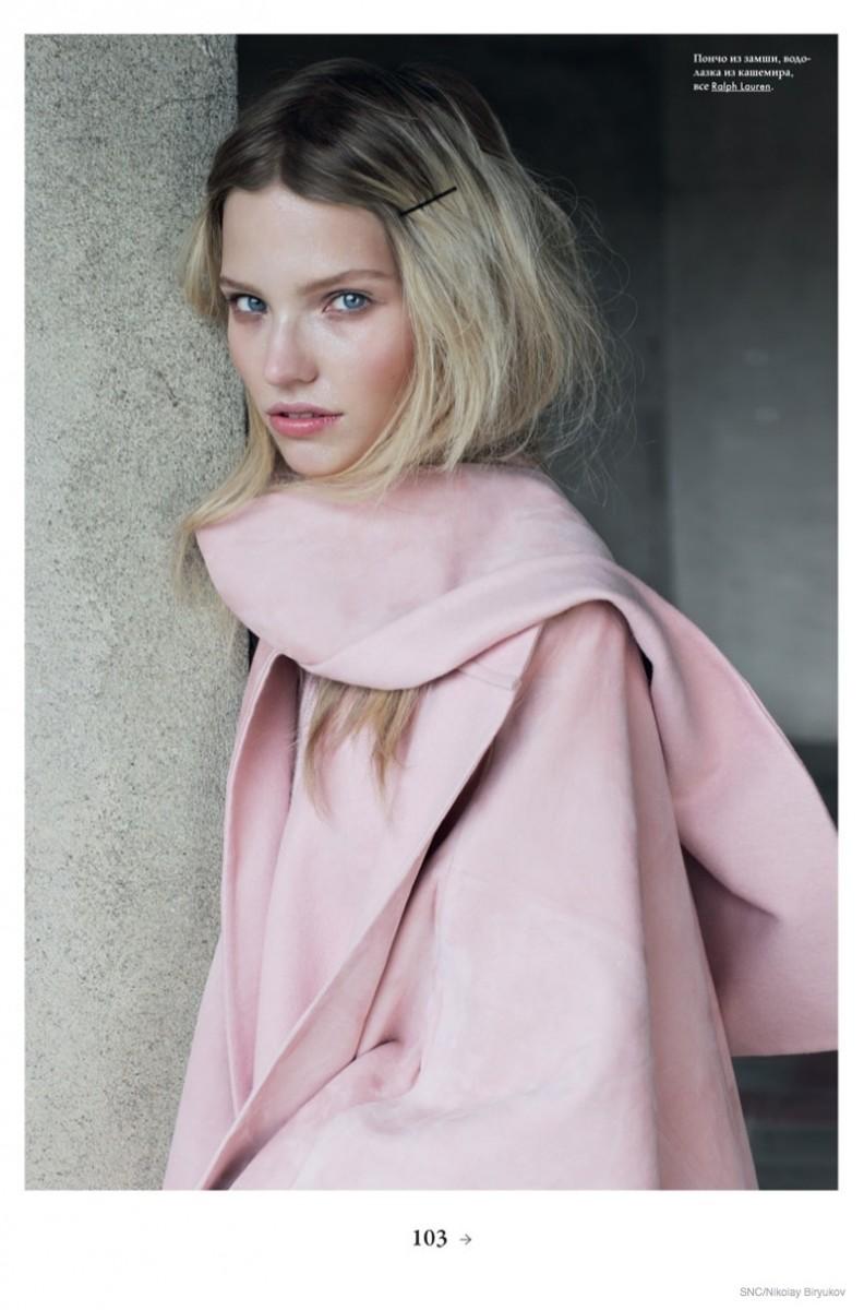 Саша Лусс в фотосессии для SNC (сентябрь 2014), розовое пальто