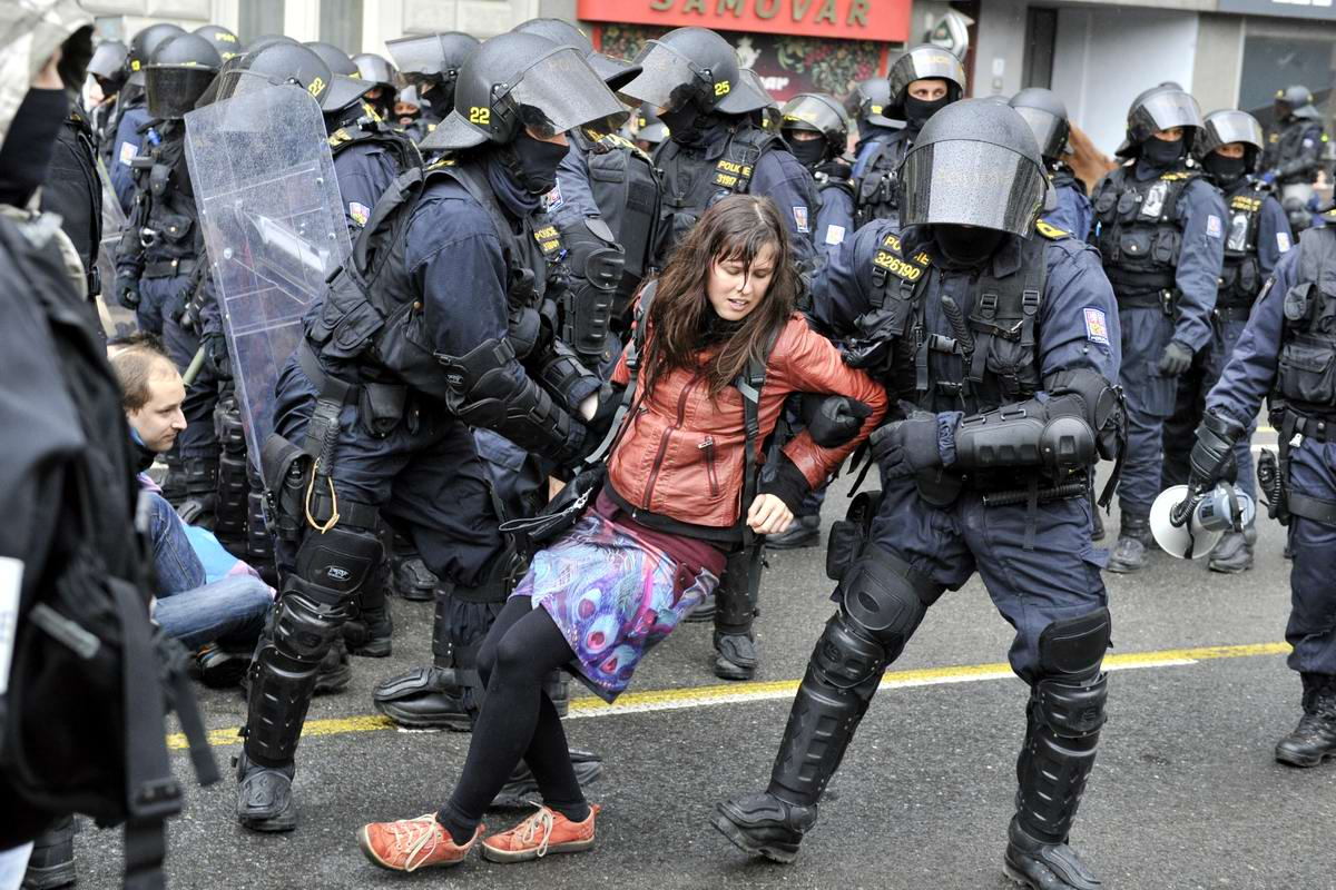Танго втроем: Особенности чешского уличного протеста