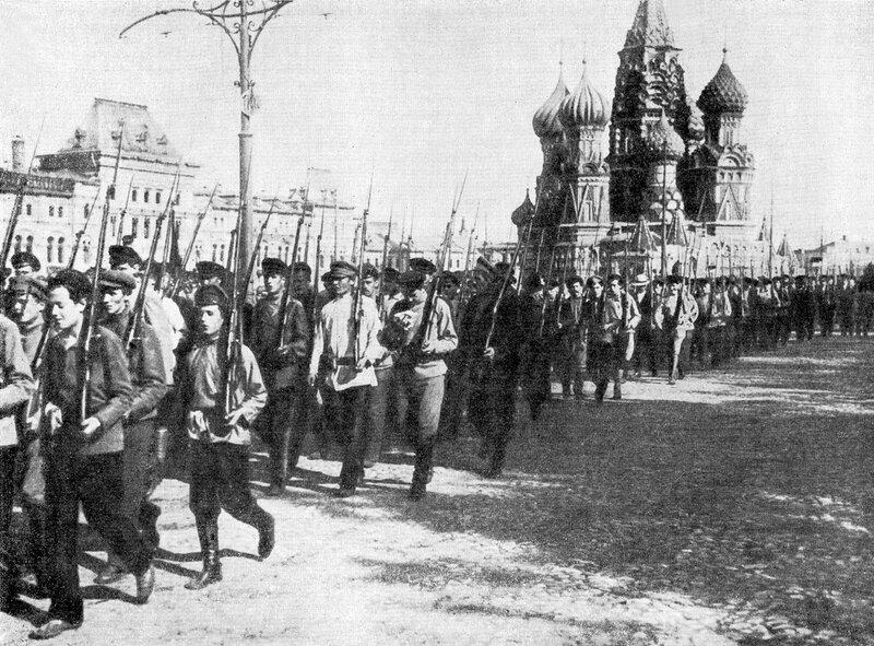 154402 Смотр рабочих полков на Красной площади 1918.jpg