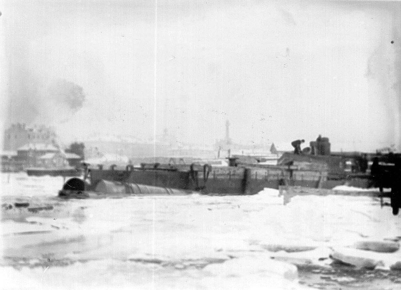 07. Момент спуска подводной лодки со стапелей.  Ноябрь 1907